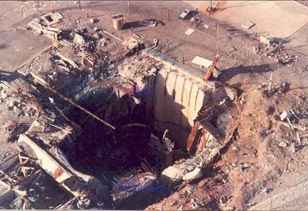 1980. Titan-II, rakétaközpont, egy indítás közben bekövetkezett robbanás után. A W-53-as nukleális robbanófejet szerencsére épségben találták meg néhányszáz méterre..jpg