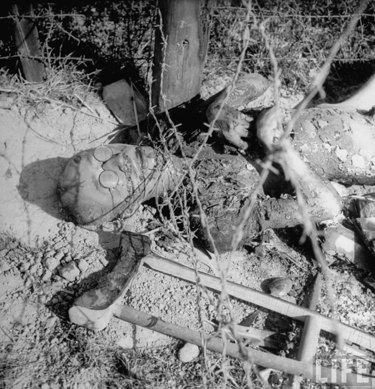1945. A lengyel Erla munkatáborban egy szökni próbáló rabot lángszóróval gyilkoltak meg..jpg