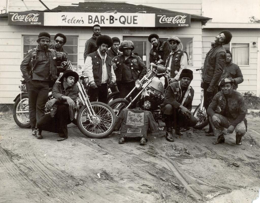 1960-as évek. Oakland, Kalifornia. Az East Bay Dragons, az első fekete motoros banda..jpg