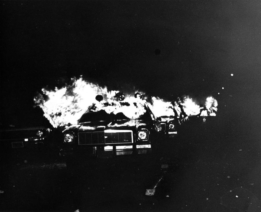 1979. Égő san francisco-i rendőrautók a White nights felkelés idején..jpg