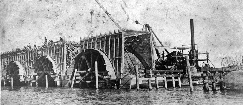 1909. Az eredeti Florida Keys-híd építése..jpg