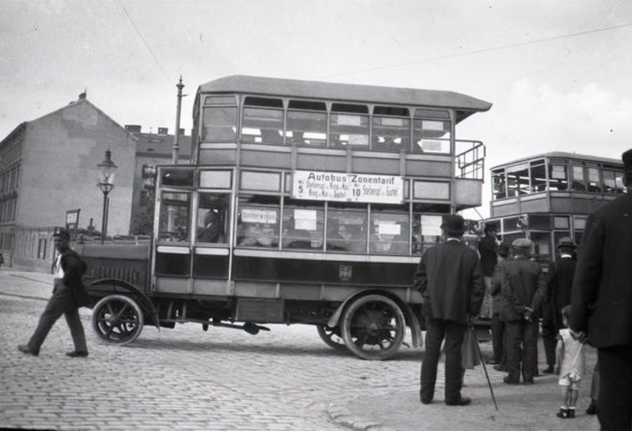 1921. Autóbusz Bécsben..jpg