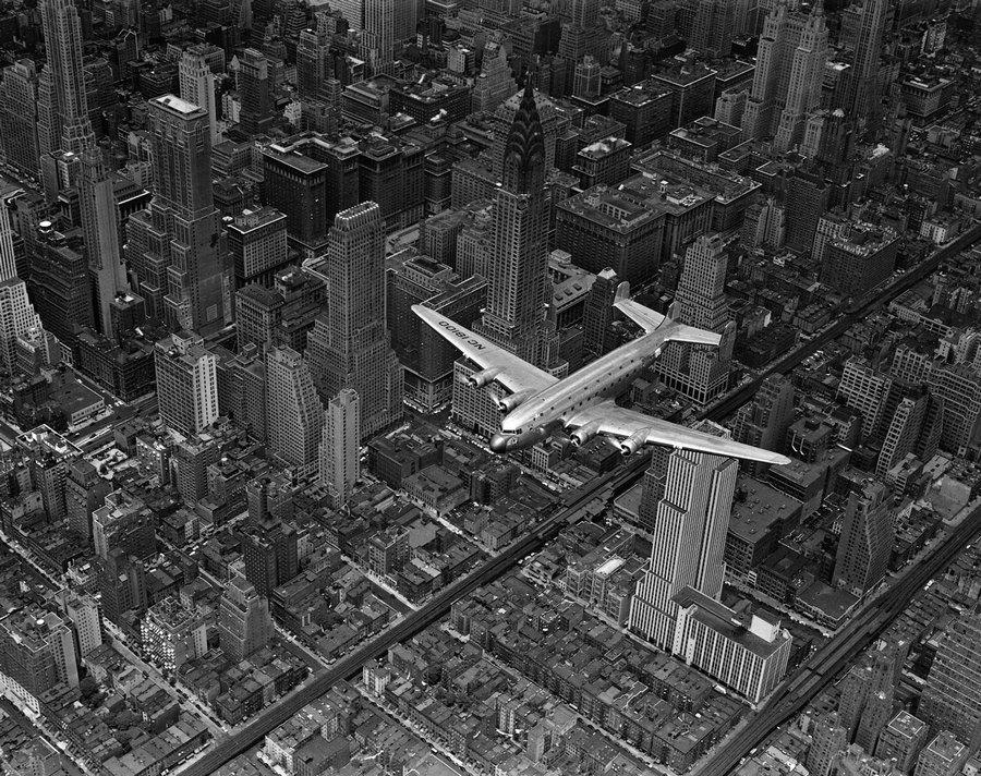 1939. Egy DC4-es New York felett..jpg