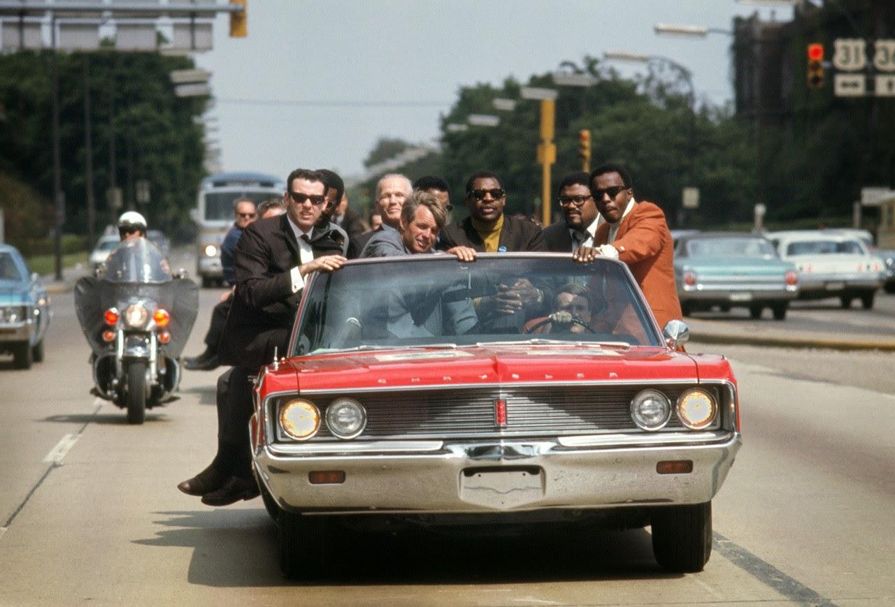 1968. május. Robert Kennedy kampánya Indianapolisban. Kevesebb, mint egy hónap múlva merénylet áldozata lett..jpg