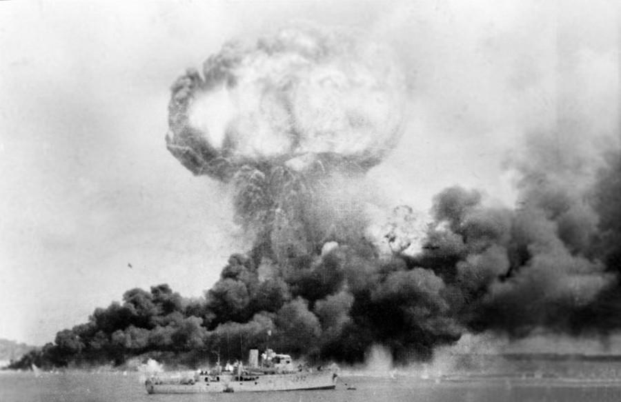 1942. Az ausztrál város Darwin japán bombázása..jpg