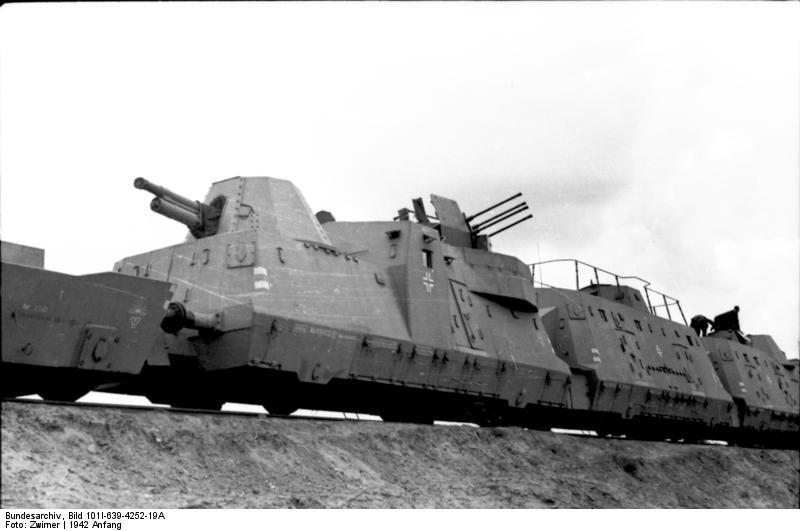 1942 eleje. Német páncélozott szerelvény a Szovjetunió területén..jpg