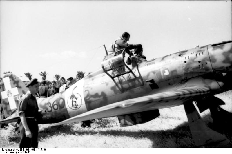 1943. Olasz Macchi C.205 vadászgép Tunéziában, az észak-afrikai hadjárat során..jpg
