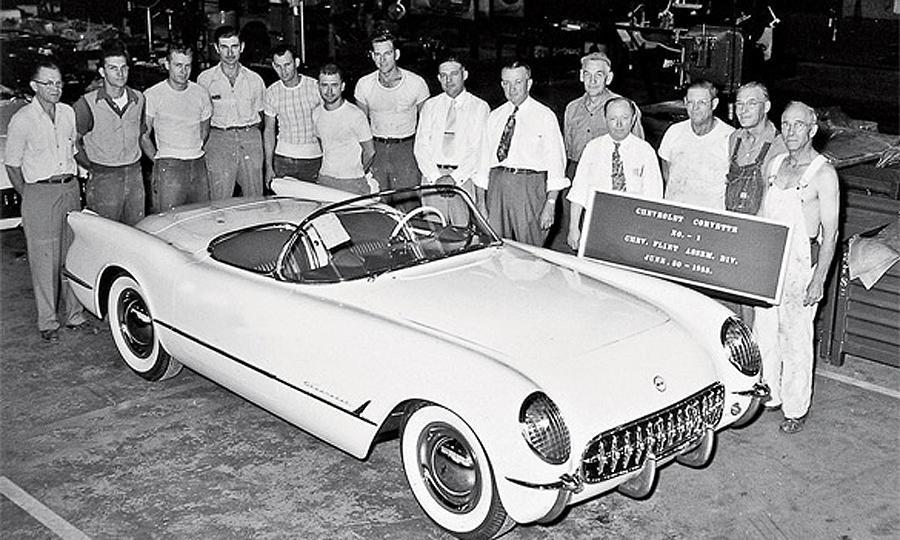 1953. június 30. Az első Chevrolet Corvette legördült a szalagról. Flint, Michigan..jpg