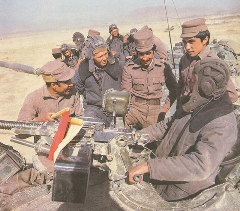 1980. Szovjet és afgán katonák Afganisztánban..jpg