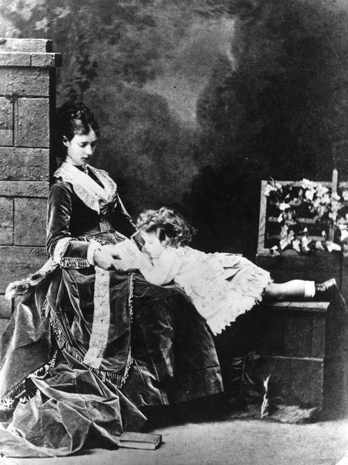 1869. II. Miklós későbbi cár gyermekként édesanyjával..jpg