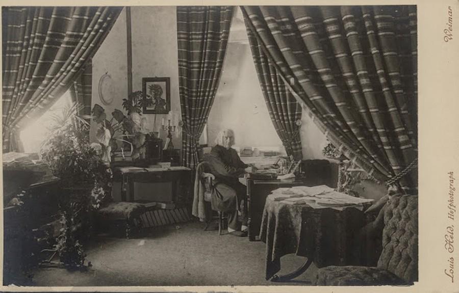 1878. Liszt Ferenc weimari házában..jpg