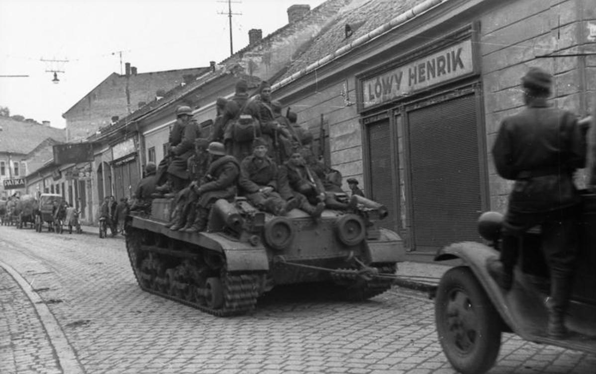 1944. augusztus magyar TURÁN II. páncélos.jpg