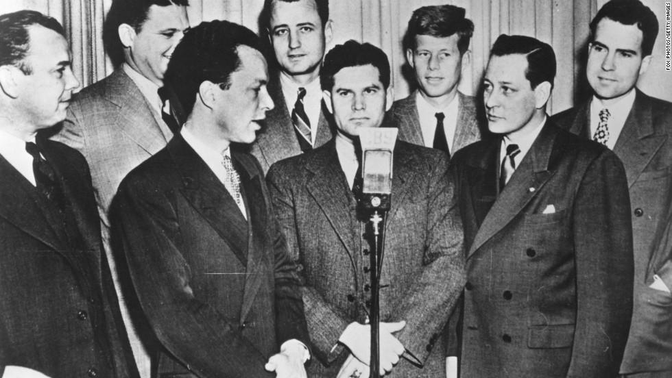 1947. Újonnan megválasztott kongresszusi képviselők csoportja. Jobbra fent Kennedy és Nixon..jpg