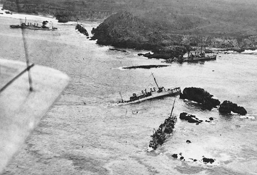 1925. szeptember. Hét US romboló süllyedt el, borult fel, vagy sérült meg Kalifornia partjainál egy viharban. Ez volt a legnagyobb békeidőben történt katasztrófa az USA haditengerészet történetében..jpg