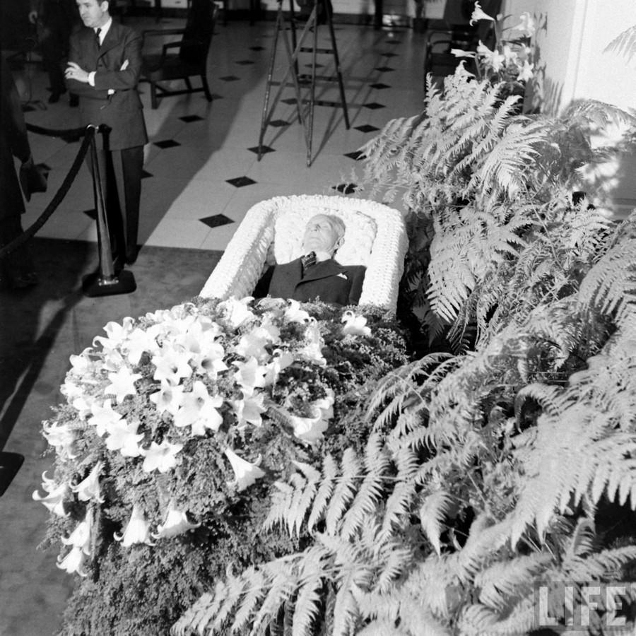1947. április 7. Henry Ford temetése..jpg