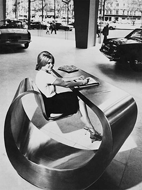 1966. Recepcióspult a Peugeot főhadiszálásán Av. Grande Armée, Párizs..jpg