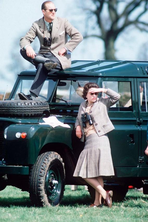 1968. II. Erzsébet és Fülöp herceg egy lovassport-eseményen..jpg