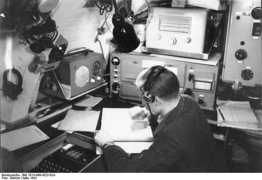 1941. Enigma kódoló az U-124 német tengeralattjárón..jpg