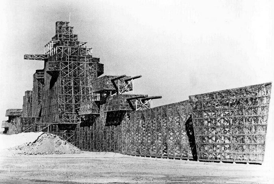 1950. A 200 méteres Muroc Maru nevű épített műhajó az Edwards légitámaszponton szolgált a repülők célpontjaként..jpg
