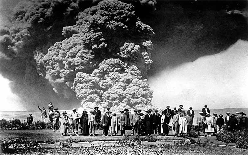1924. Esküvő Hawaii-on a Kilauea kitörés közelében..jpg