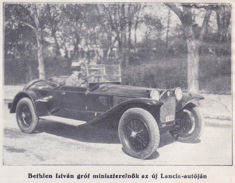 1928. Bethlen István gróf miniszterelnök az új Lancia-autójában..jpg