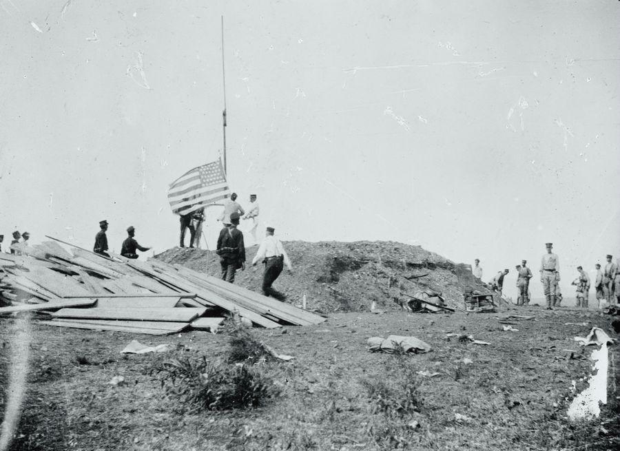 1903. Amerikai zászló a kubai Guantanamoban. Ekkor kapta meg a terület örökös bérleti jogát az Egyesült Államok..jpg