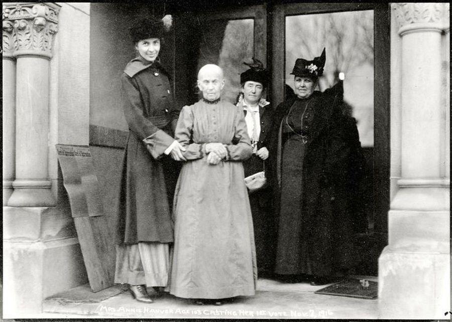 1916. 103 éves nő első választására készül. USA..jpg