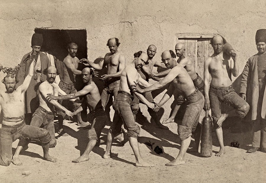 1919. Perzsa birkózók.jpg
