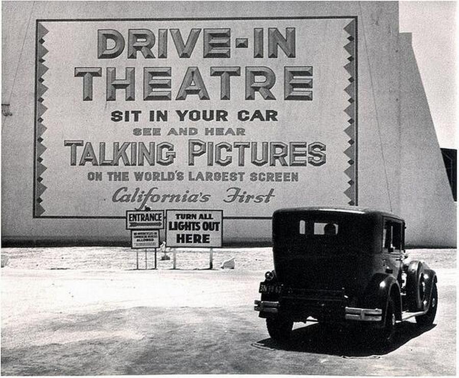 1935. Los Angeles. Az első autósmozi..jpg