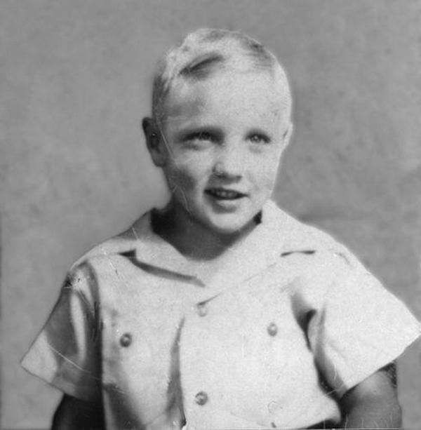 1941. Elvis 6 évesen..jpg