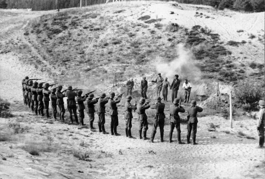 1941. Szovjet partizánok kivégzése..jpg