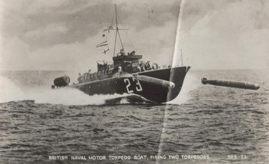 1944. Brit MTB5 torpedóhajó két torpedót lő ki..jpg