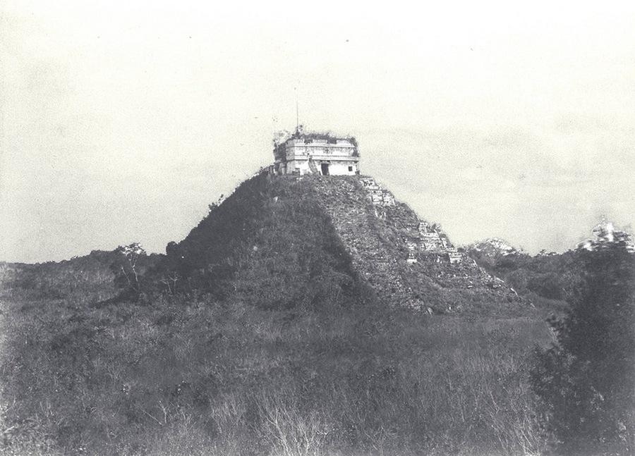 1862. Chichen Itza a megtisztítása és helyreállítása előtt.jpg