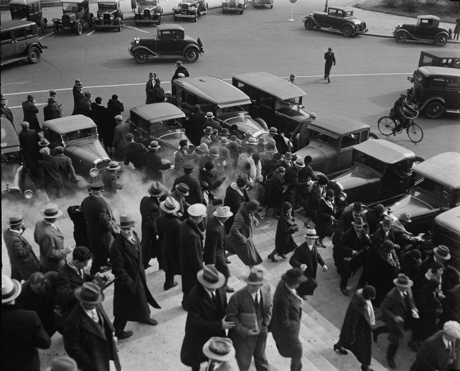1930. Washington. A rendőrség könnygázzal oszlatja a kommunista szimpatizánsokat..jpg