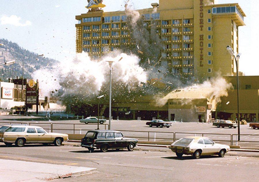 1980. A magyar származású Janos Big John Birges szerencsejáték veszteségeinek enyhítésére megzsarolt egy kaszinót a saját készítésű bombájával..jpg