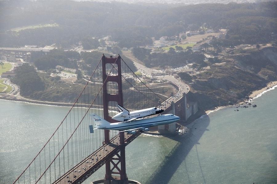 2011. június. Az Endeavour utolsó repülése, éppen a Golden Gate felett..jpg
