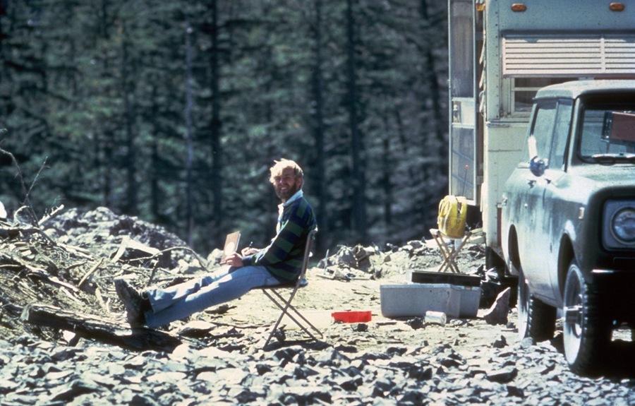 1980. május 17. David Johnston vulkanológus mosolyog a kamerába néhány órával a kitörés előtt, ami őt is megölte..jpg
