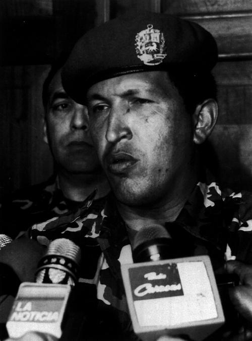 1992. február 4. Hugo Chavez - a későbbi baloldali venezuelai elnök - televíziós beszéde a sikertelen puccs után. Vállalom a felelősséget. - mondta. Két év börtönre ítélték. 1998-ban demokratikusan választották meg..jpg