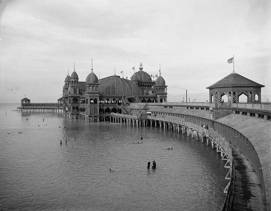 1900. Salt Air Pavilion, Great Salt Lake, Utah. Csodálatos faszerkezetű építmény. 1925-ben leégett..jpg