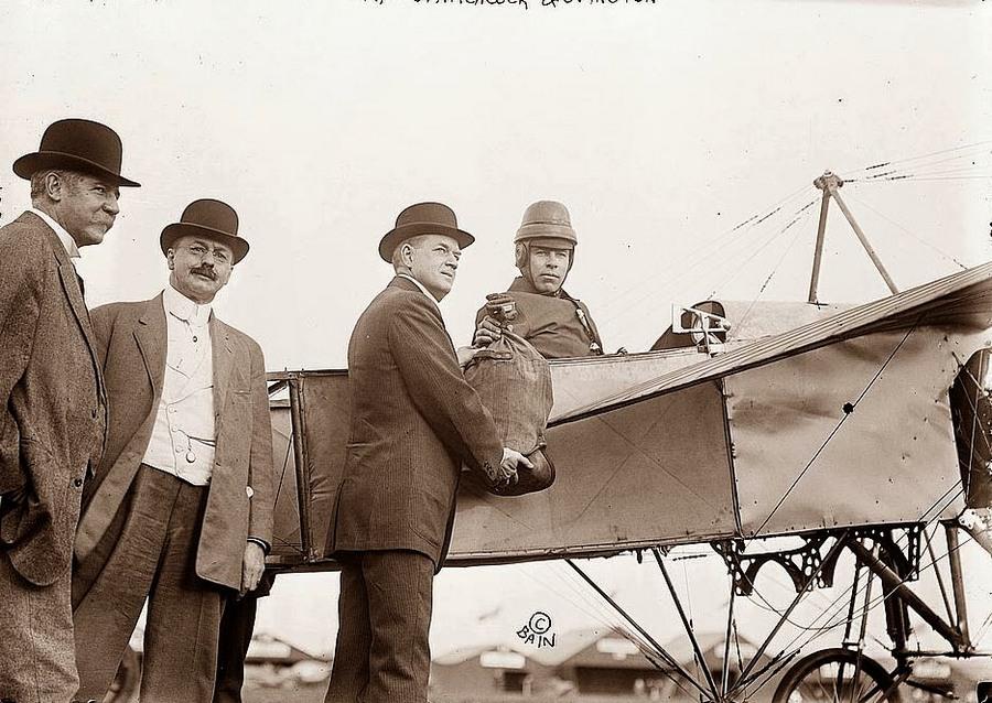 1911. Az első légiposta szolgáltatás megindítása az Egyesült Államokban..jpg