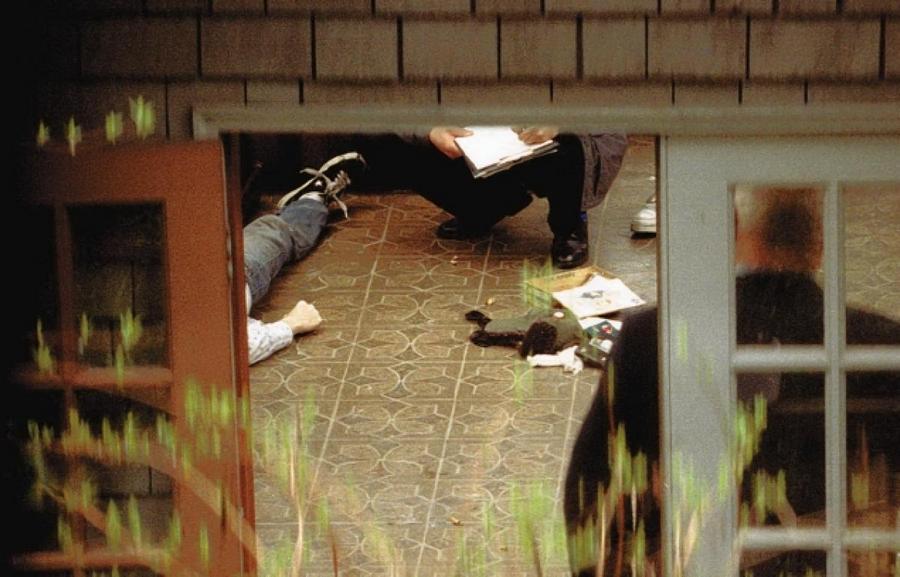 1994. április 8. Kurt Cobain-t a Nirvana együttes szövegíróját és gitárosát holtan találták házának padlásán. 3 nappal korábban lett öngyilkos..jpg