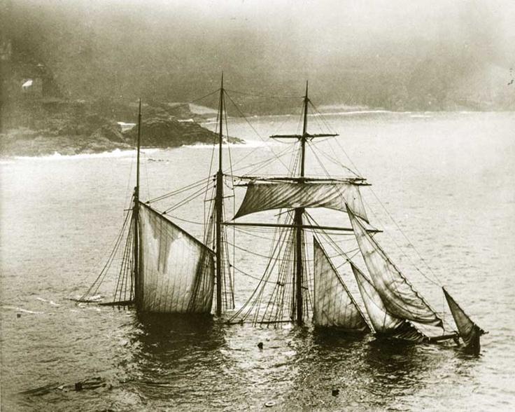 1912. Az elsüllyedt Mildred. Salakot szállított Newportból Londonba, amikor St Ives-nál zátonyra futott..jpg