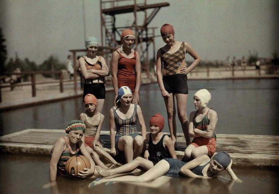 1928. Fürdőző német lányok.jpg