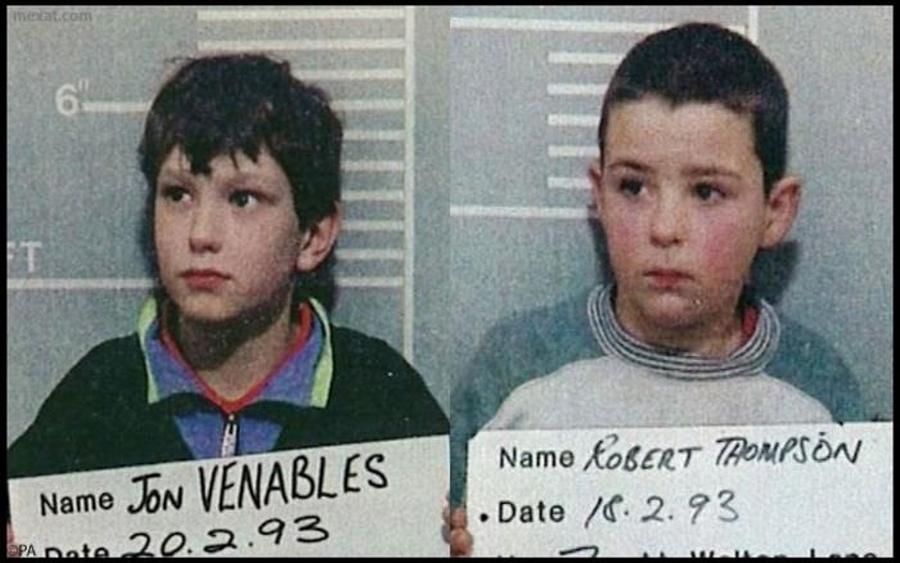 1993. Liverpool. Jon Venables és Robert Thompson rendőrségi fotója. Ők ketten gyilkolátk meg a két éves James Bulgert, játékból..jpg