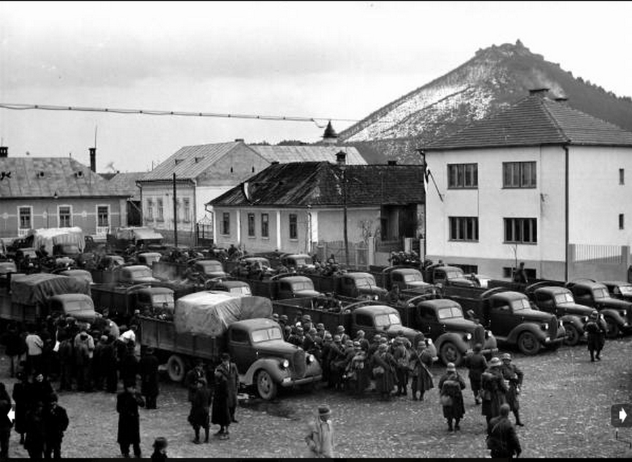 1939. március 18. Magyar csapaton Huszton..jpg