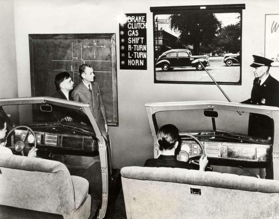 1939. A michigani Highland Park egyetem gépjárművezetői oktatóterme..jpg