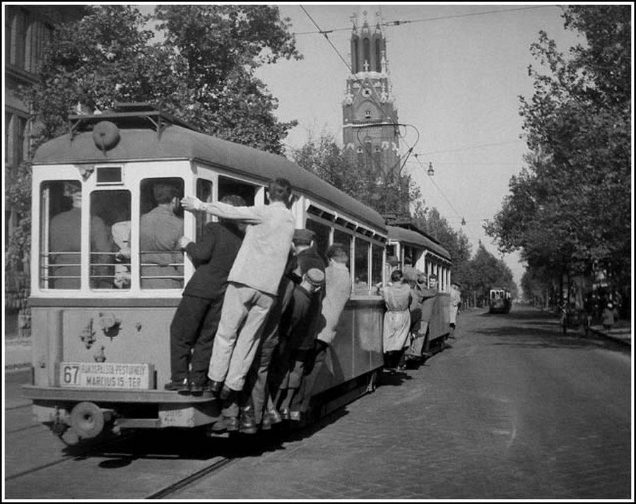 1959. Tujázás. Így közlekedtek eleink, amikor a Váci úton még többszáz dolgozós gyárak sora állt,.jpg