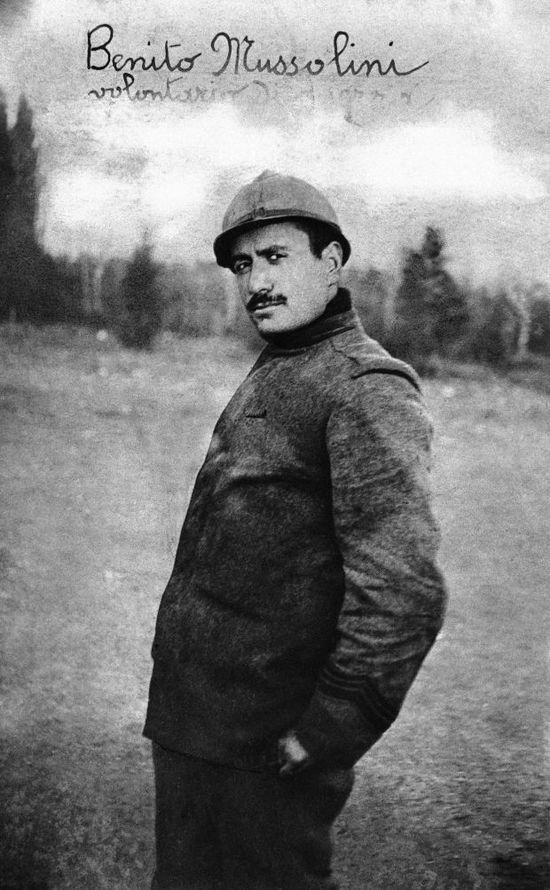 1916. Benito Mussolini káplár az első világháborúban..jpg