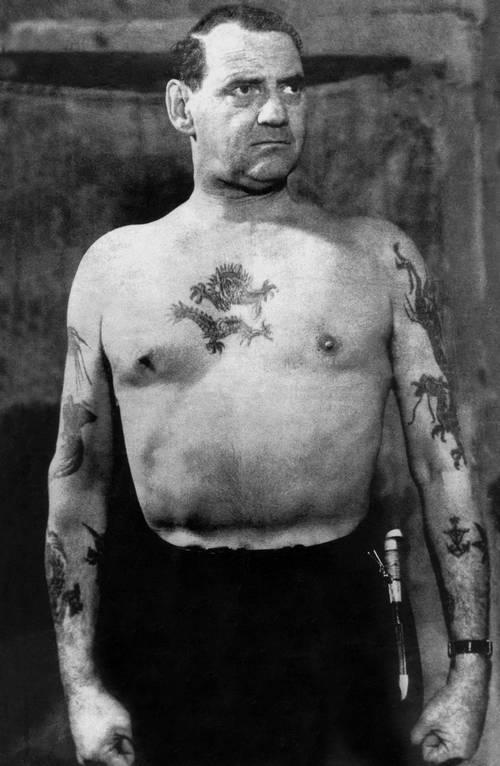 1947 és 1972 között. IX. Frederik dán király és tetoválásai..jpg