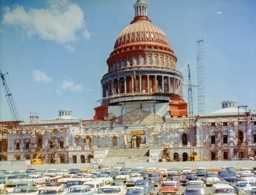 1959-60. Az amerikai Kapitólium felújítása során rozsdamentes vörösréz burkolatot kapott a fehérre festés előtt..jpg
